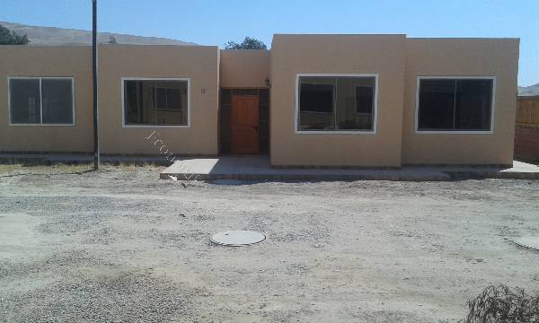 azapa amplia casa nueva en condominio exclusivo
