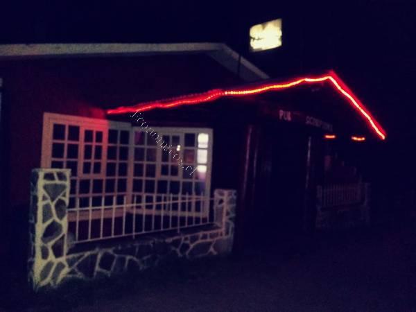 local pub cabaret, salón de pool, cabaña y casa habitación.