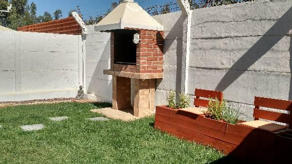 Casa mediterranea con terraza jardines y asadera 2017 04 for Casa terraza y jardin