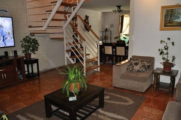 Casa de 2 pisos villa jardin del sur pje hageo maipu for Apartamentos villa jardin cambrils