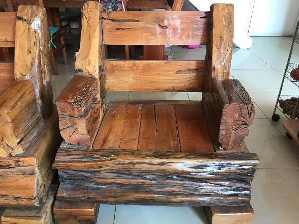 Sillones de madera rusticos cheap sillones de madera for Sillones rusticos de madera