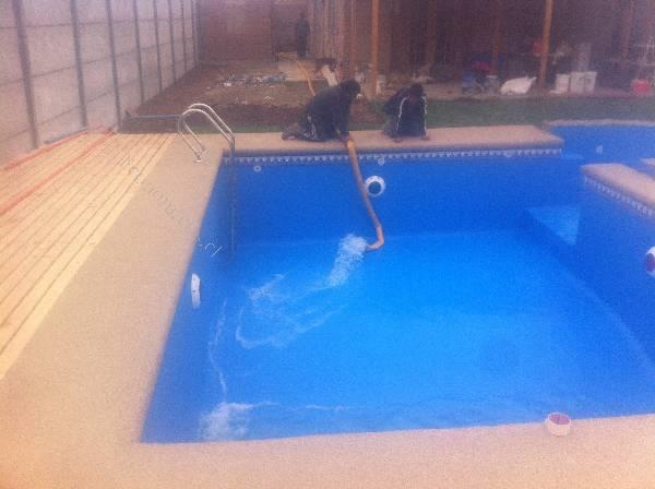 Camion cisterna agua para piscina flota de camiones for Llenar piscina