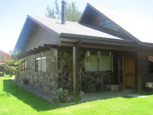 Casas de piedra y madera fotos fachada en piedra con toques de madera para una casa de ensueo - Fotos de casas de madera y piedra ...